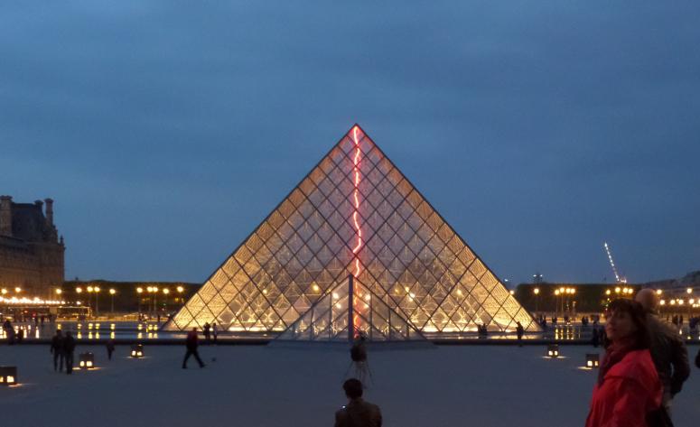 Pirámides del Louvre